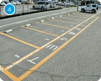 オレンジの枠内に「トヨタ眼科クリニック」と書いてある箇所が当院の専用駐車場となります。お気をつけてお越しください。